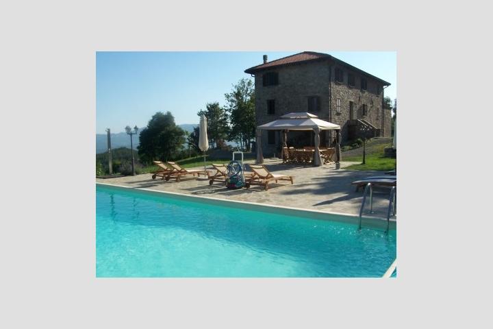 Viaggio in italia casale sambuceto country house for Piscina sambuceto